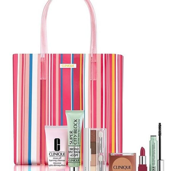 Clinique Handbags - Clinique Pool Bag